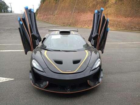 McLaren 620R tem proposta única, oferecendo experiência pura de automobilismo em um carro de rua com autenticidade.