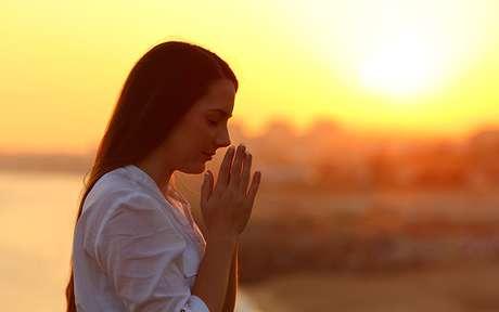 Rezas milagrosas: 4 orações para te ajudar a encontrar felicidade e paz