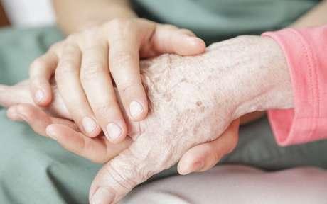 Simpatias para proteger idosos: 6 rituais para fortalecer sua saúde
