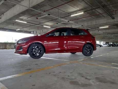 Chevrolet preferiu manter o Onix RS com a mesma mecânica que faz sucesso nas outras versões.