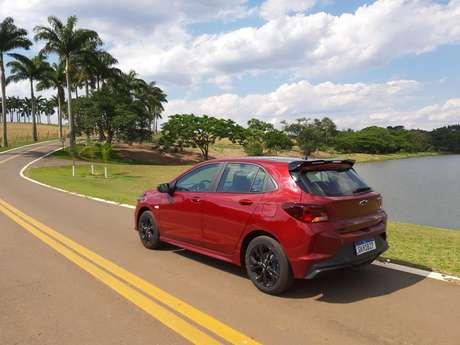 Na estrada, Chevrolet Onix RS tem desempenho digno em velocidades moderadas.