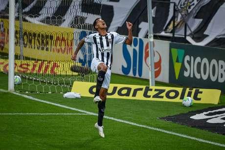 O jogador Marrony comemora gol durante partida entre Corinthians e Atlético MG, válido pelo Campeonato Brasileiro Série A, realizado na cidade de São Paulo, SP, neste sábado, 14.