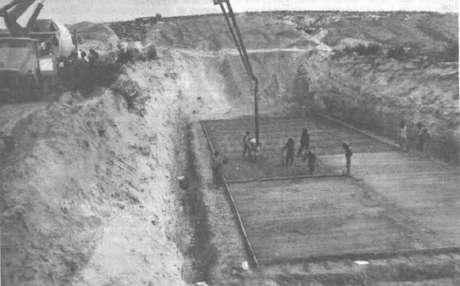 Em um espaço deserto conhecido como La Pedrera, o cemitério de resíduos foi escavado