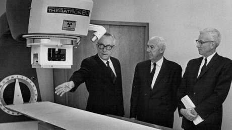 O cobalto-60 tem sido usado para radioterapia desde meados do século 20 até os dias atuais