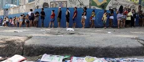 Fila para votação no Complexo do Alemão, no Rio: abstenção recorde