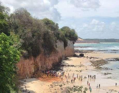 Falésia desmorona na praia da Pipa
