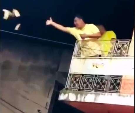 Vice-prefeito de Joaquim Nabuco (PE), Eraldo Veloso (MDB) foi flagrado jogando dinheiro para o povo ao comemorar vitória nas eleições.
