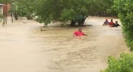 Enchente provocada pelo furacão Iota em Cartagena, na Colômbia 14/11/2020 LUIS GUILLERMO FERREBUS/via REUTERS