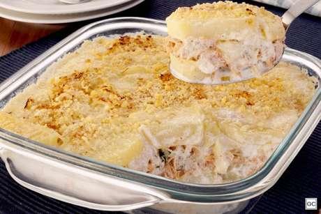 Guia da Cozinha - Batata em camadas com frango desfiado