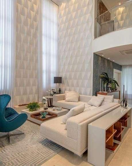 8. Casa organizada com sala em decoração clean – Via: Revista VD