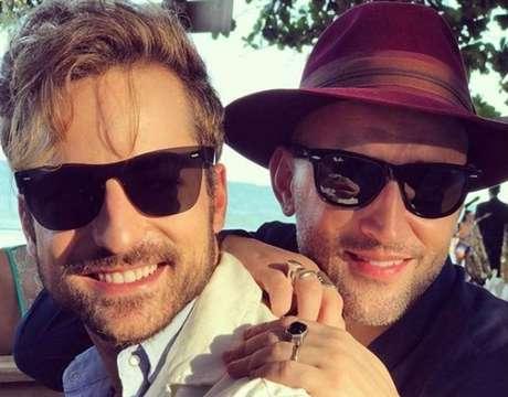 O ator e humorista Paulo Gustavo e o marido Thales Bretas.