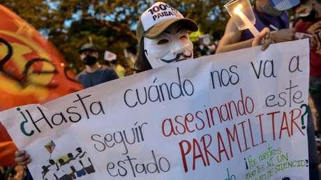 Para muitos na Colômbia, os paramilitares nunca se desmobilizaram totalmente