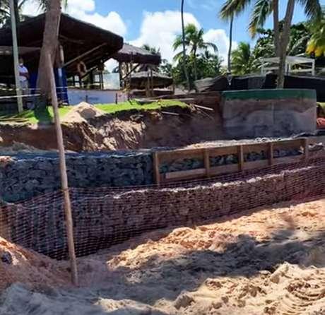 O Tivoli Ecoresort afirmou, por sua vez, que o objetivo da obra é conter o avanço do mar sobre a estrutura do hotel