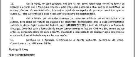 """Trecho de documento em que Rodrigo Alves afirma que Ibama não deve atuar como """"corregedor"""" de obra autorizada por município. Muro é erguido na areia da praia, que é área da União"""