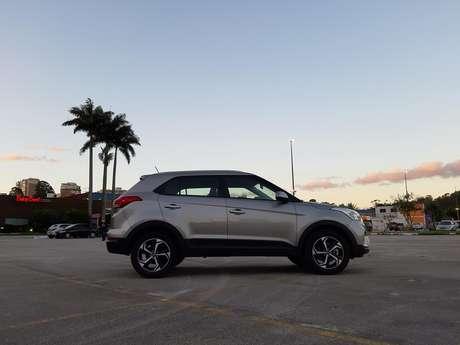 Hyundai Creta tem bom vão livre do solo (19 cm), o que lhe permite passar por obstáculos.
