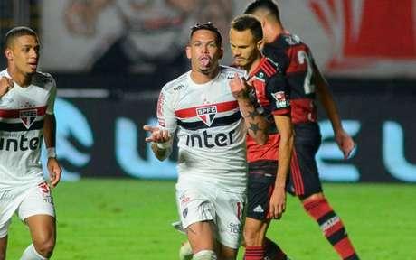 Luciano marcou dois gols em dez minutos e colocou o Tricolor nas semifinais (Foto: RENATO GIZZI/Photo Premium)