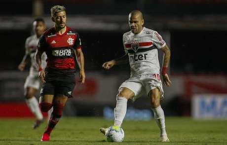 Daniel Alves vive um de seus melhores momentos desde o retorno ao futebol brasileio, no meio da última temporada (Miguel Schincariol/saopaulofc.net)