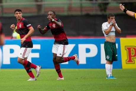 Flamengo abriu boa vantagem rumo à semifinal (Foto: Gilvan de Souza/CRF)