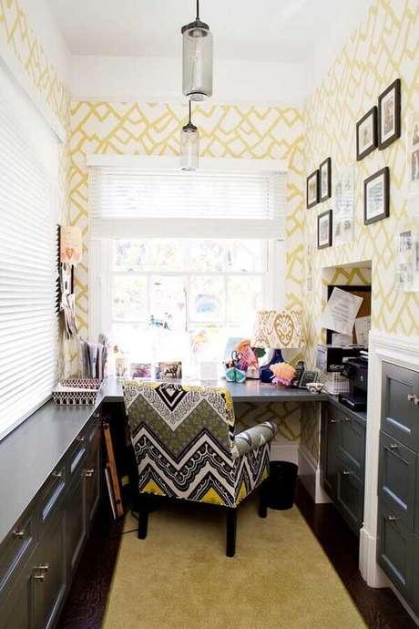6. Decoração de home office com poltrona colorida – Foto: Houzz