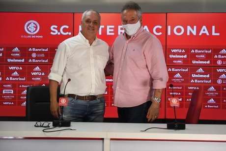 Marcelo Medeiros posa com Abel Braga