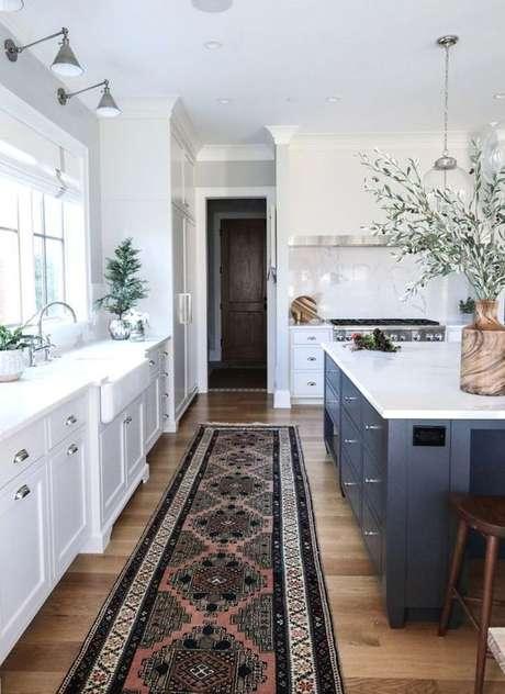 11. Passadeira estampada para cozinha branca e azul – Via: Pinterest