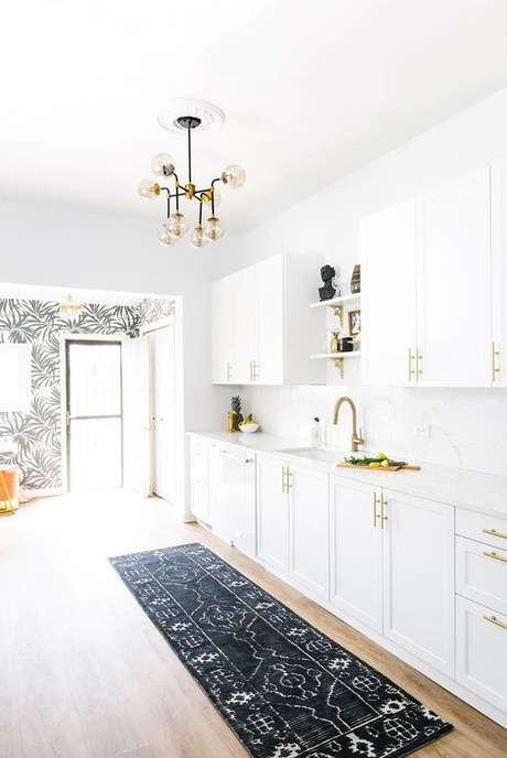 67. Passadeira para cozinha branca e moderna – Via: My Domaine