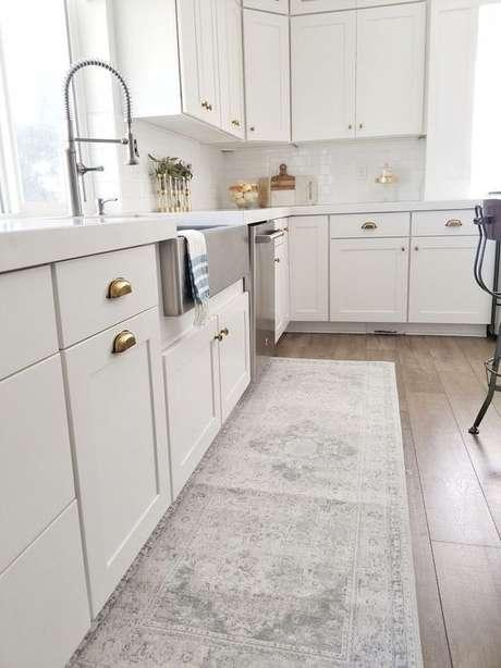 66. Passadeira para cozinha moderna – Via: White Lane Decor