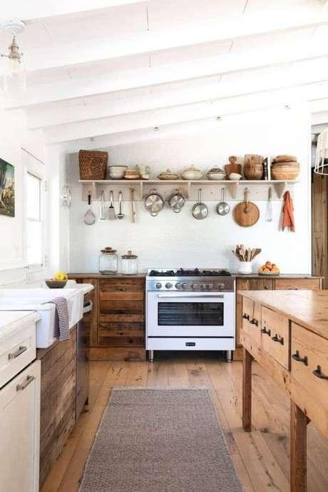 41. Passadeira para cozinha de madeira – Via: Lili In Wonderland