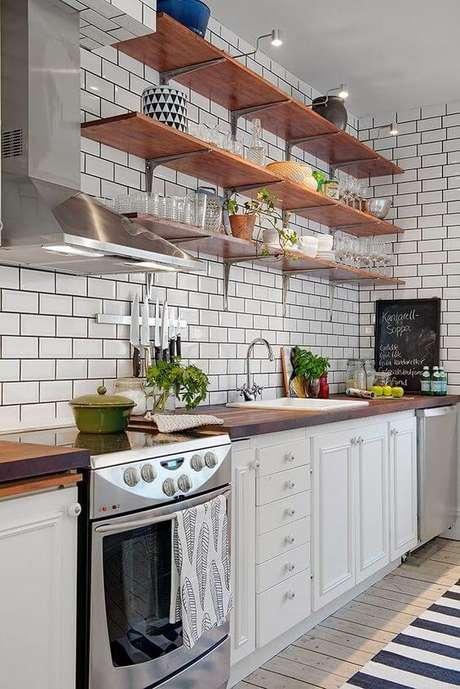 38. Passadeira para cozinha listrada – Via: Reciclar e Decorar