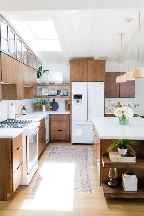 31. Cozinha de madeira decorada com passadeira – Via: Delightfull