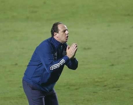 Rogério Ceni ficou na bronca com os acréscimos na derrota para o São Paulo