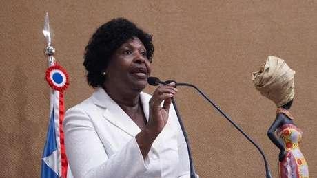 'A maioria é pobre, não tem recursos próprios e nem defende causas que pudessem interessar ao poder econômico', diz Benedita da Silva sobre dificuldade em candidaturas de negros