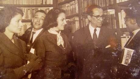 Ruth Guimarães com o jornalista Cyro dos Anjos