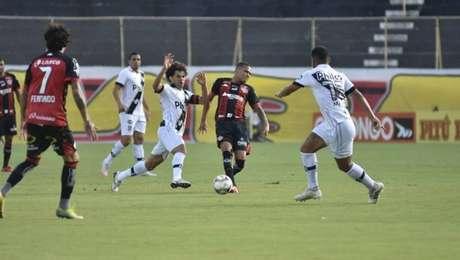 Jogo entre Vitória e Ponte Preta pela série B teve baixa qualidade técnica