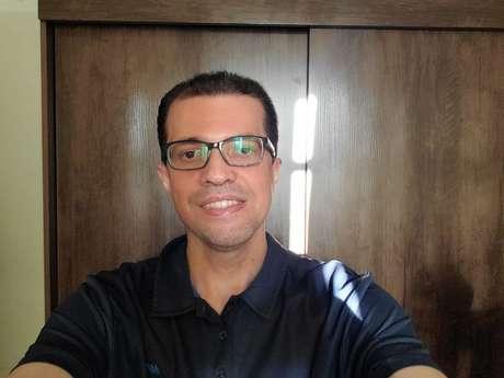 Selfie com o Tab S7 em iluminação reduzida (imagem: Emerson Alecrim/Tecnoblog)