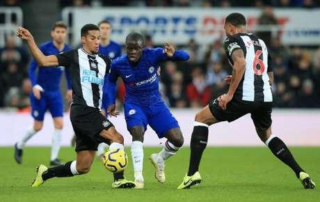 Chelsea e Newcastle se enfrentam neste sábado (Foto: AFP)