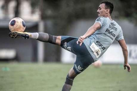 Pituca voltou aos treinamentos, mas deve ficar no banco contra o Athletico (Foto:  Ivan Storti/Santos FC)