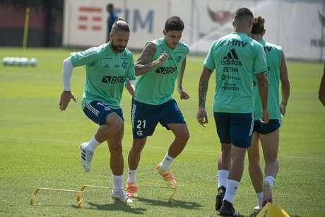 O meia Diego e o atacante Pedro durante atividade no Ninho do Urubu (Foto: Alexandre Vidal/Flamengo)