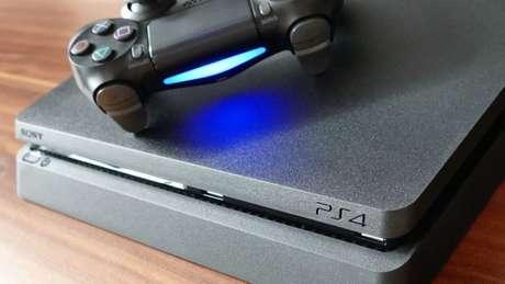 PS4 e controle DualShock 4 (Imagem: InspiredImages/Pixabay)