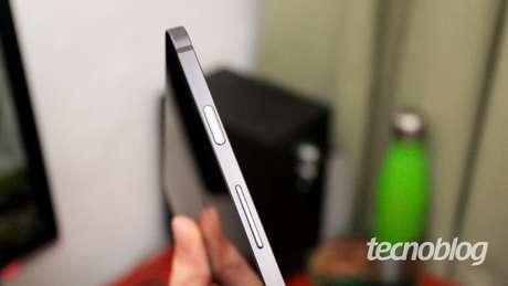 O sensor de digitais é integrado ao liga / desliga (imagem: Emerson Alecrim/Tecnoblog)