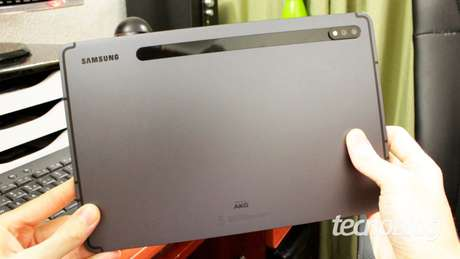 Traseira do Galaxy Tab S7 (imagem: Emerson Alecrim/Tecnoblog)
