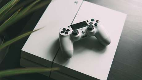 PlayStation 4 (Imagem: Nikita Kachanovsky / Unsplash)