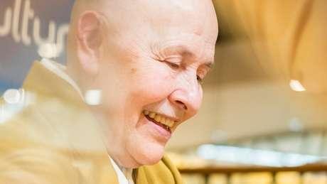 """""""Acho que meditar é autoconhecimento, a libertação da mente humana"""", diz Monja Coen"""