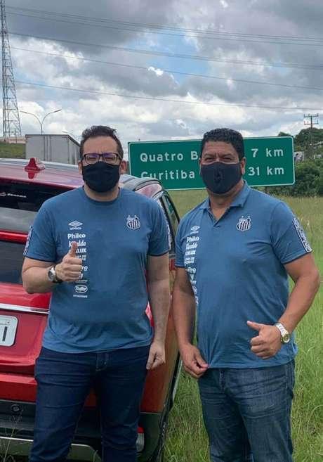 Mário Badures e Márcio Santos pegaram a estrada para acompanhar o Santos (Foto: Reprodução)