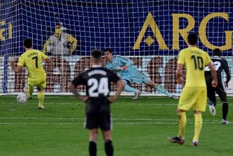 Gerard Moreno converteu o pênalti (Foto: JOSE JORDAN / AFP)