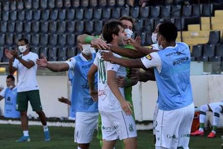 Léo Passos fez o gol que deu a vice-liderança para o Coelho na Série B-(Mourão Panda/América-MG)