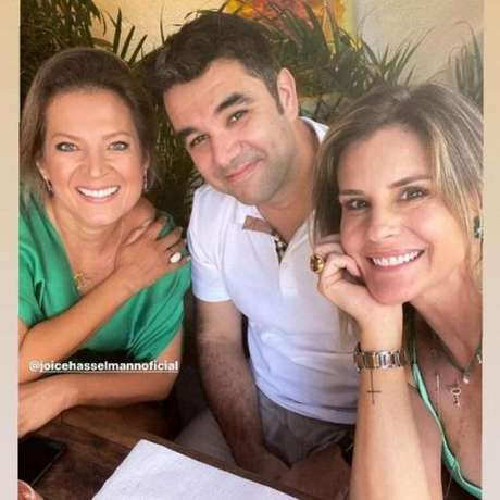 Joice Hasselmann ao lado do namorado de Janaína Xavier e a apresentadora (Foto: Reprodução/Instagram)