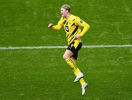 Haaland tem mais gols do que jogos pelo Borussia Dortmund (Foto: ANNEGRET HILSE / POOL / AFP)