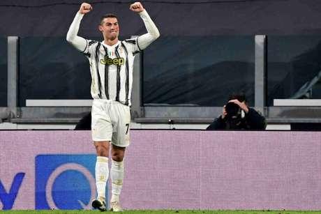 Cristiano Ronaldo foi o herói da vitória da Juventus (Foto: MIGUEL MEDINA / AFP)