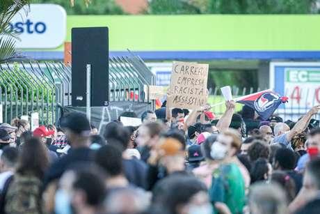 Manifestantes de seis cidades protestam contra morte de João Alberto em unidades do Carrefour